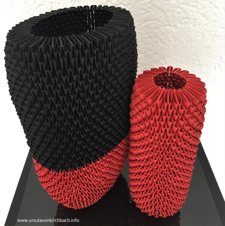 Papierobjekte rot-schwarz groß rot klein 2